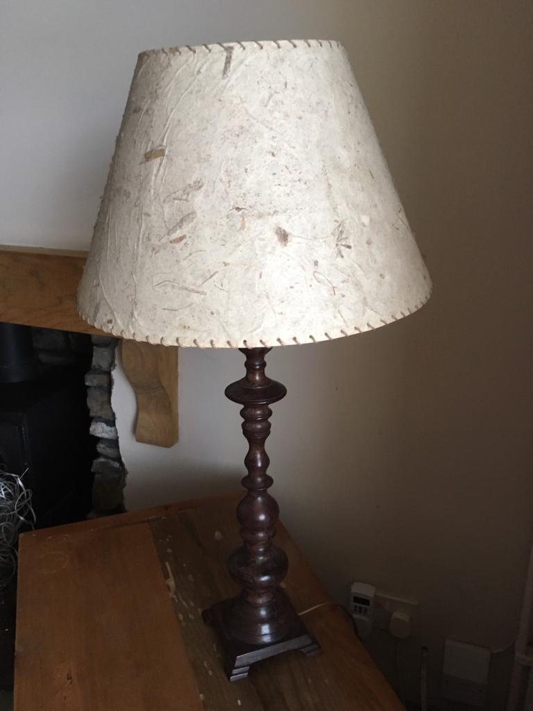 Metal base table lamp