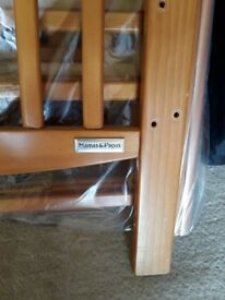 Mama's and Pappas cot