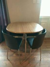 Dining Tabel with 4 Chairs