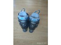 Ladies/Girls Ski boots size 4/5
