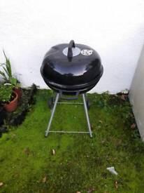 Freestanding coal BBQ