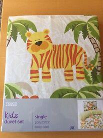 Kids single duvet set jungle print with monkey toy