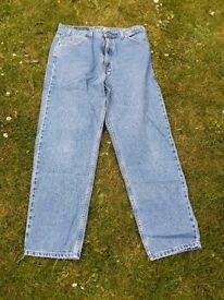 Levi Jeans 36 waist 31 inside leg. Straight leg.