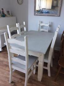 Beautiful chabby chic distressed table & 6 chairs