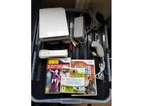 Nintendo Wii 3 games + guitar
