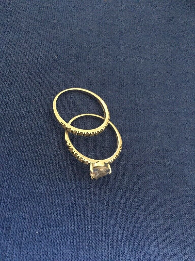 Beautiful 9ct white gold double ring!! (Engagement ring)