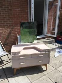 Chest of drawers / Dressing Table