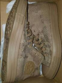 Converse pumps brand new size 8