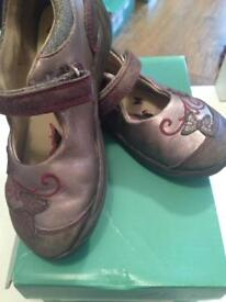 Clarks girls shoes 8F