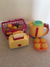 Role play kettle, toaster and accessories
