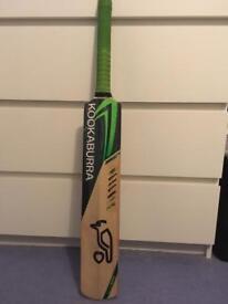 *Make an offer* Kookaburra Kahuna 1000 Cricket Bat