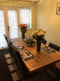 Extendable 6 - 8 seater oak table