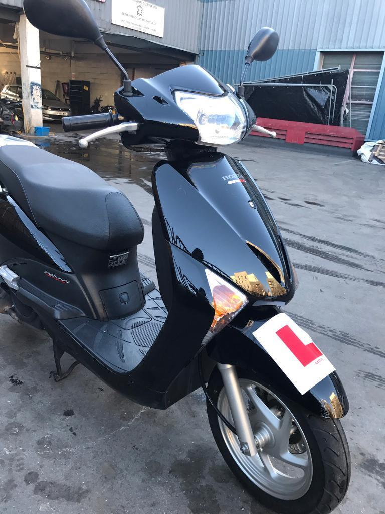 Honda lead 110 scooter