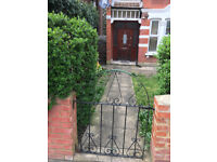 Semi Detached Convenient Beautiful House Very Near Tube ( 25 minutes to the city)