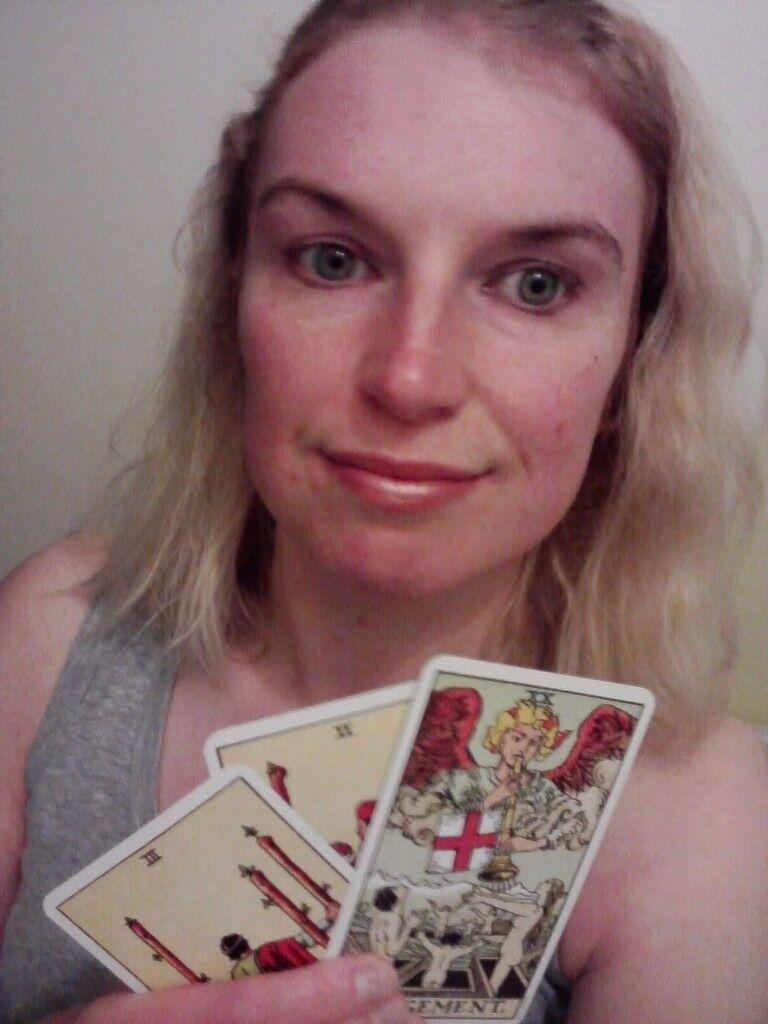 Tarot Card Psychic Readings by Telephone and Parties with Experienced Clairvoyant Reader