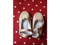 Girls pink leather ballet pumps shoes child size 9