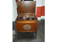 Wind up Gramophone with 2 Gilbert & Sullivan 78rpm box sets
