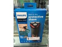 New! Philips series 300 wet or dry protective shave Razor