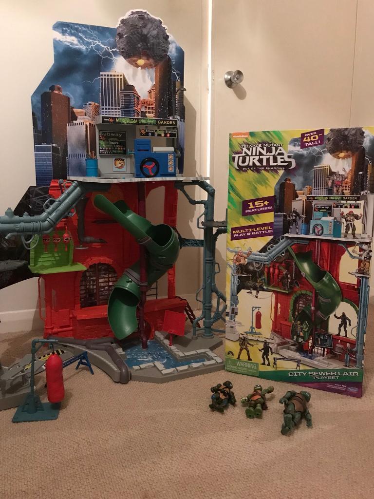 Teenage Mutant Ninja Turtles Sewer Lair plus Figures excellent condition - boxed - £35