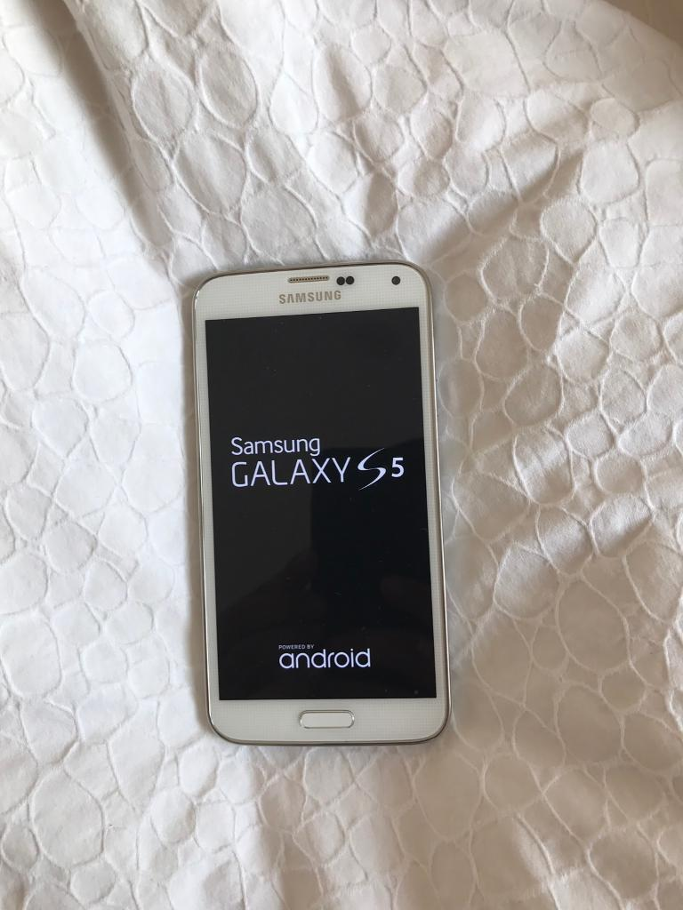Samsung galaxy s5 unlocked mint conditionin Thurmaston, LeicestershireGumtree - Galaxy s5 in white literally new phone.Unlocked to all networks No scratches on phone or bezel.Grab a bargain No offers