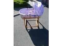 Moses basket with rocking frame