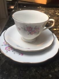 18 PEICE TEA SET BONE CHINA