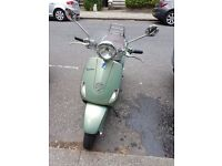 Vespa LXV 125 new tires + 2 helmets
