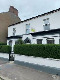 ** STUNNING EN-SUITES AND DOUBLES OFF ANTRIM ROAD **