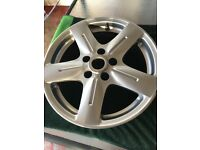 Peurgeot van alloy wheel was on a taxi E7 only want £35 for it it is in good condition