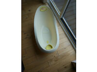 Winnie the Pooh Baby Bathtub & top and tail bowl for sale