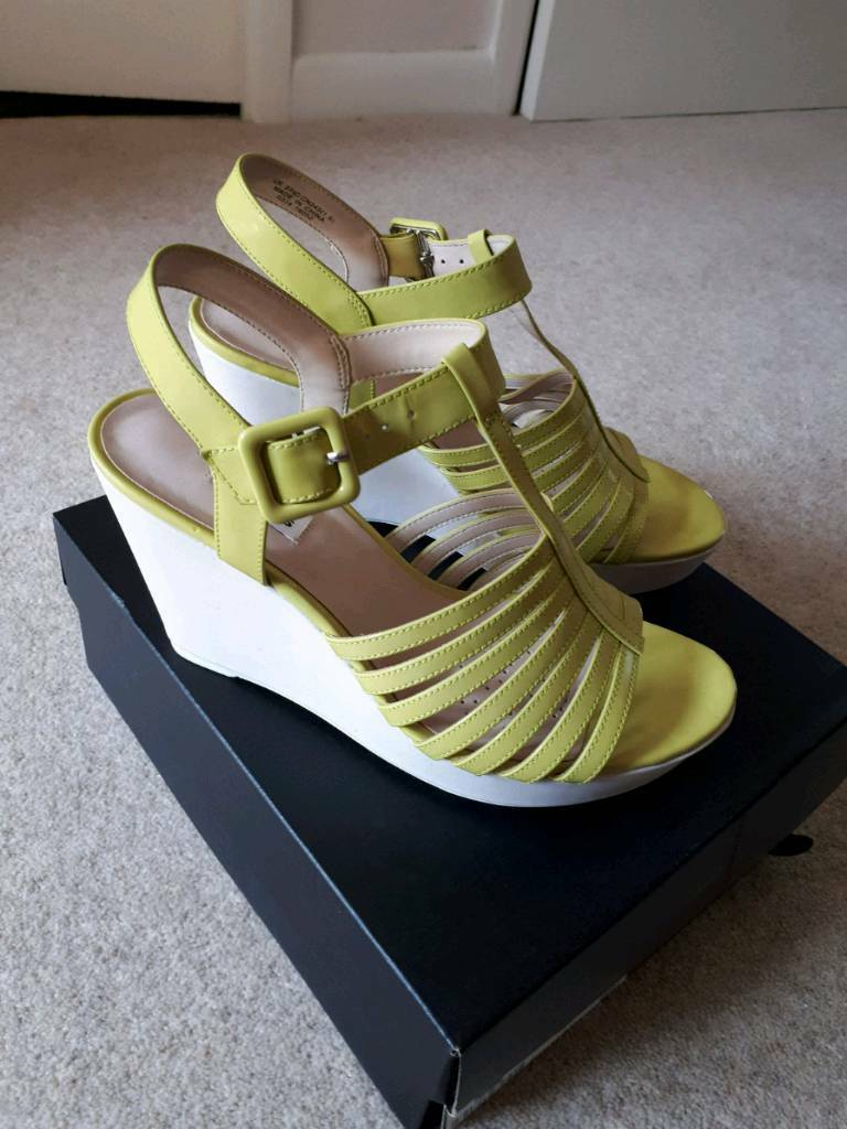 300e975e4 Clarks Ladies Sandals New in box Size 5.5.