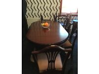 Solid Mahogany Diningroom table with 6 chairs