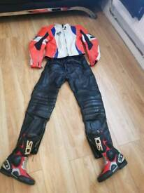 Ladies motocycle lethers and boots