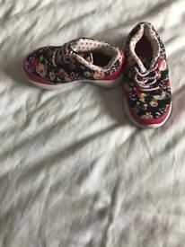 Girls size 7 trainers