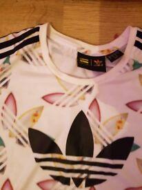 adidas t-shirt size8-10