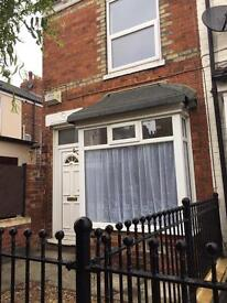 2 Bedroom House TO LET De La Pole Avenue