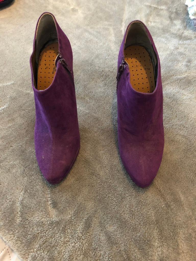 T reds purple heels