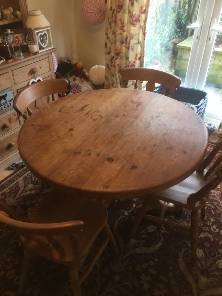 Round pine wood table & 4 chairs