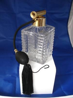 Perfumador tocador para mujer. Cristal tallado rueda y metal dorado. Pera goma