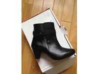 Kaleidoscope black boots 5 BNIB