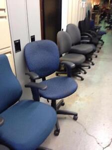 Vaste choix de chaises et fauteuils de tous genres - Neuf ou usagé