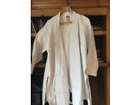 WHITE KARATE SUIT ADULT SIZE 5/185
