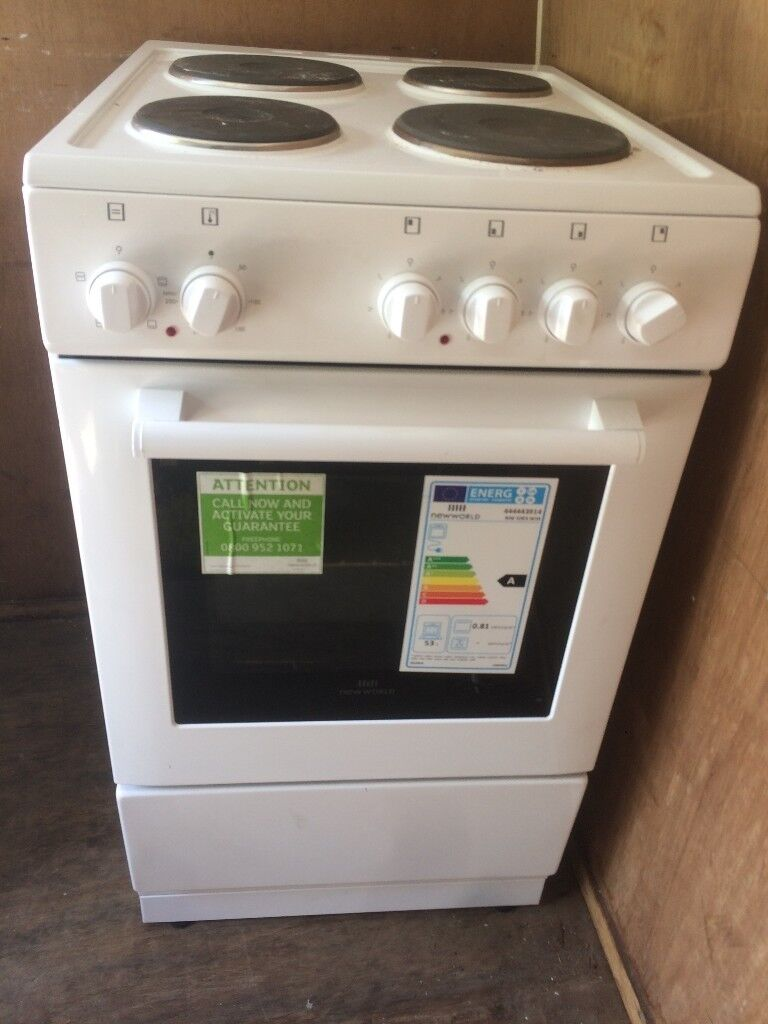 New World 50cm Single Cavity Electric Cooker White 1 year oldin Brighton, East Sussex - New World 50cm Single Cavity Electric Cooker White 1 year old Depth 60 CM Energy Rating A Four sealed plates Conventional oven and grill Easy clean enamel interior FSD N Fuel Type Electric Grill Type Electric Height 90 CM Hob Type Solid plate...