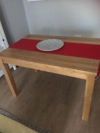 Solid oak rectangular beautiful condition dining table