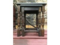 Oak, old charm style nest of two tables