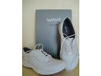 Unworn Clarks Wave ladies white leather lace-up shoes size 5.5/39
