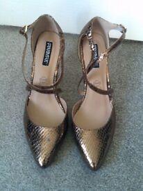 Brand new bronze dressy shoes size 7