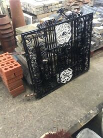 Cast iron double gate's