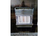 Old fashioned 'cannon' gas fire - FREE to uplift