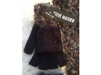 BNWT Steve Madden texting gloves/mittens and matching scarf, ideal christmas gift - only £5